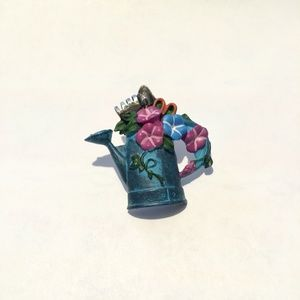 Water can & flower pin